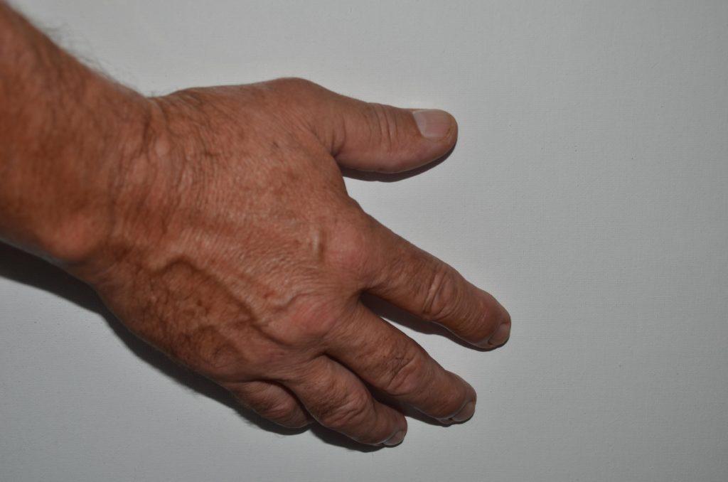セックス上手な彼の、男らしくゴツゴツした手