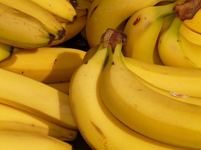 大量の健康的なバナナ